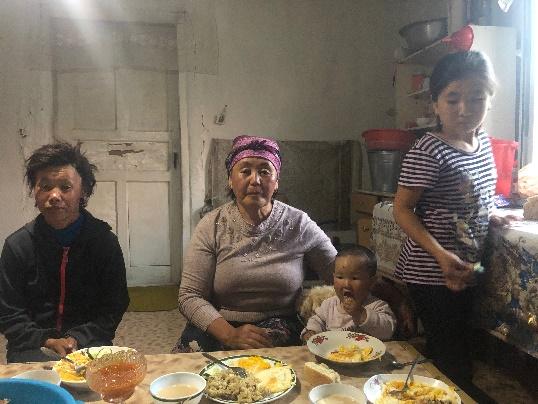 Sister/daughter, Grandma, Granddaughters